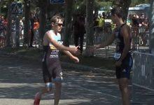 Photo of Αθλητής τριάθλου άφησε τον αντίπαλό του να τον περάσει επειδή έκανε λάθος (βίντεο)