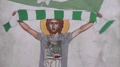 Photo of Σάλος με καθηγητή γυμνασίου που ζωγράφισε τον Χριστό ως χούλιγκαν (pics)