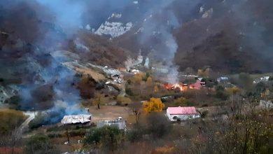 Photo of Αρμένιοι καίνε τα σπίτια τους προτού εγκαταλείψουν το Ναγκόρνο Καραμπάχ